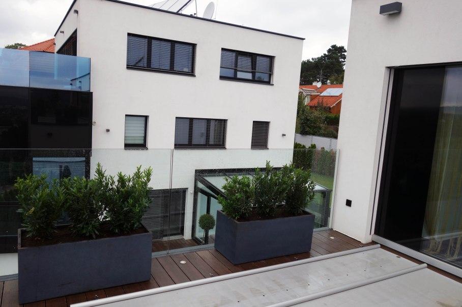 Pflanzgefäße auf Terrasse_01_kl